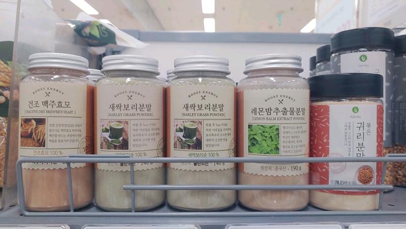 種実類やキッチンで使われる色んな粉を保管する時に便利なKシリーズです。