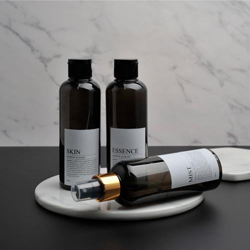 カカドゥジャパンの化粧水ボトルは色んな用途での使用が可能です。